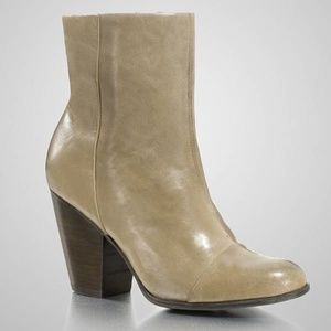 NEW GUESS YADRA TAUPE LEATHER BOOTIES